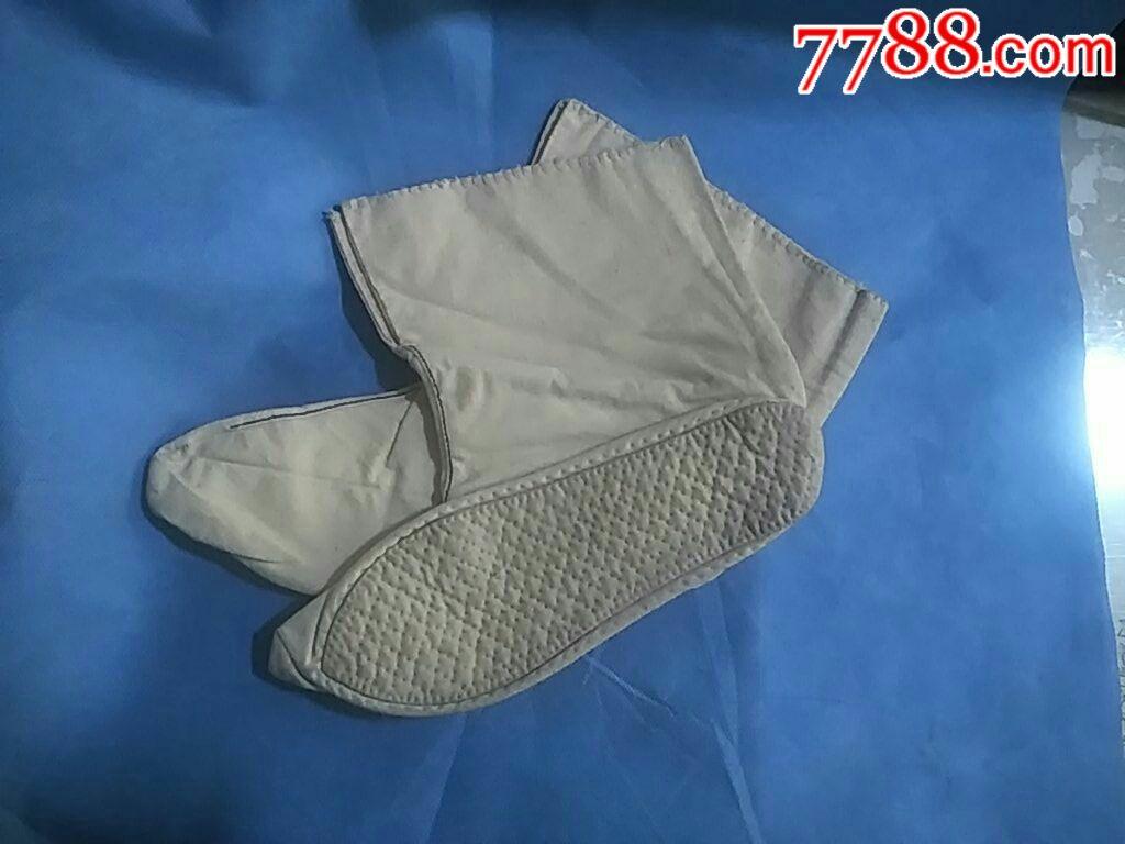 老式小脚布袜子(袜子垫缝制小巧端雅,顶端处尖尖,是历史文化的一种图片