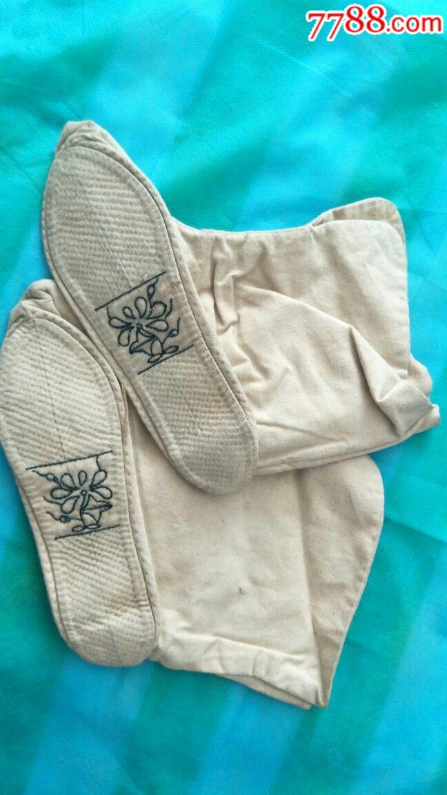 老式小脚布袜子(袜子垫缝制花纹秀巧端雅,顶端处尖尖图片