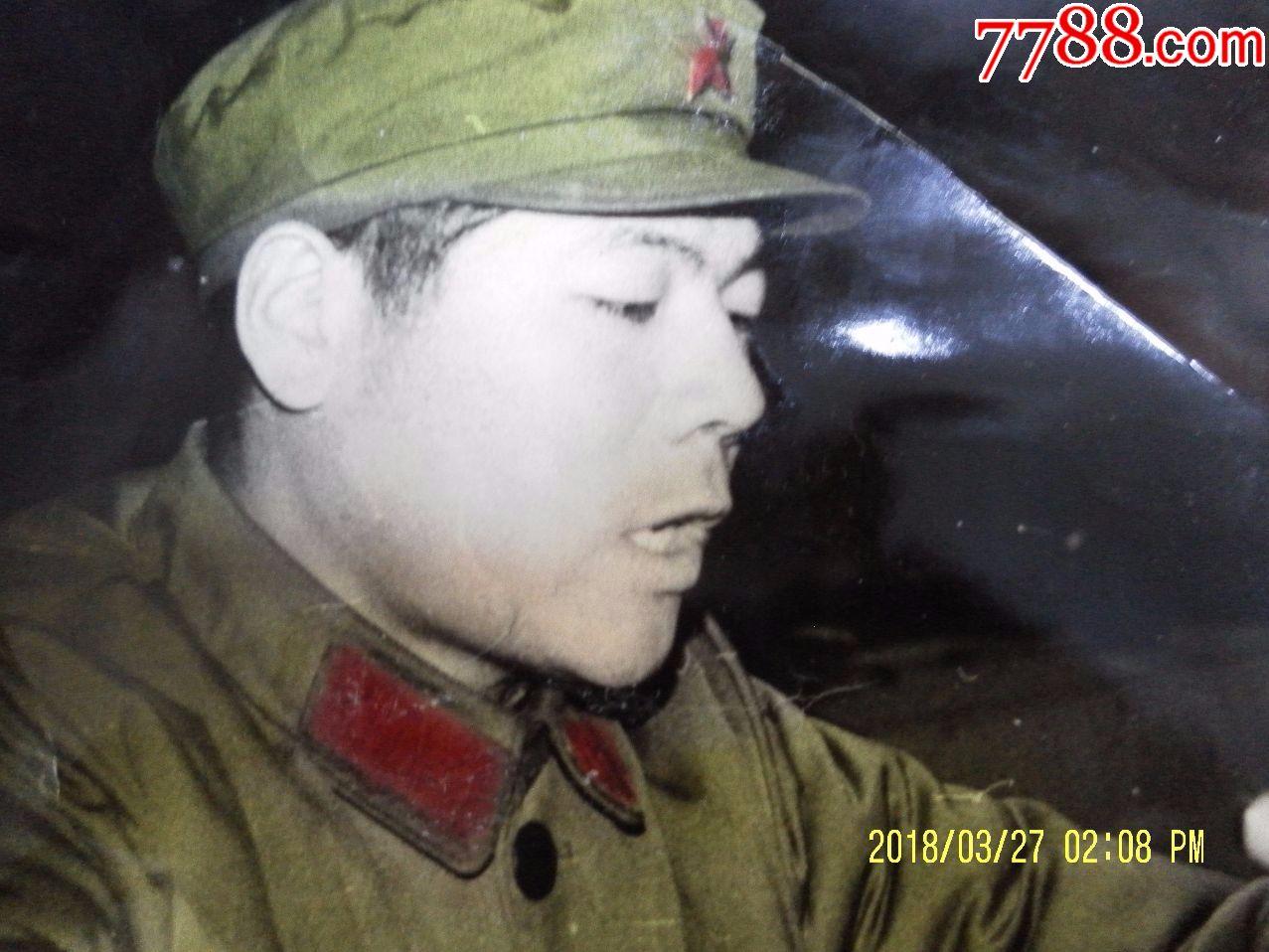珍宝岛英雄孙玉国讲话半身像;50开,相纸版