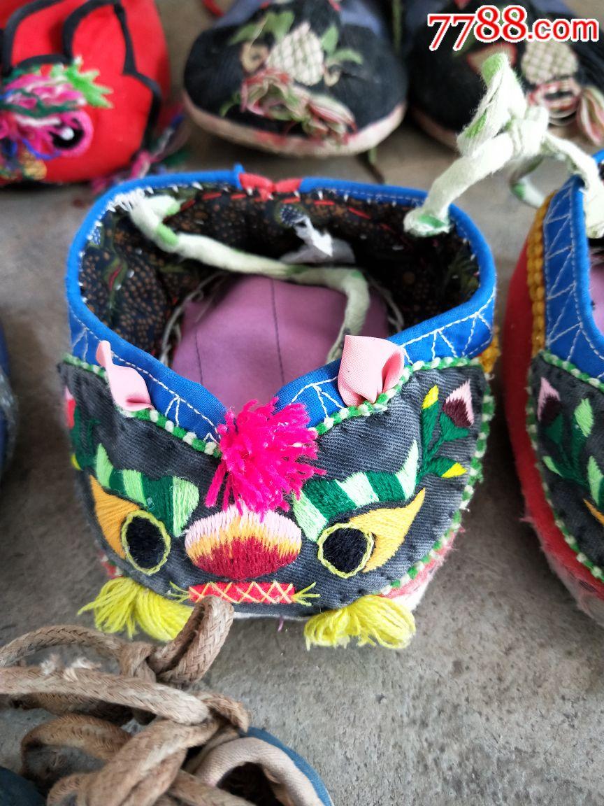 小孩虎头绣花鞋.