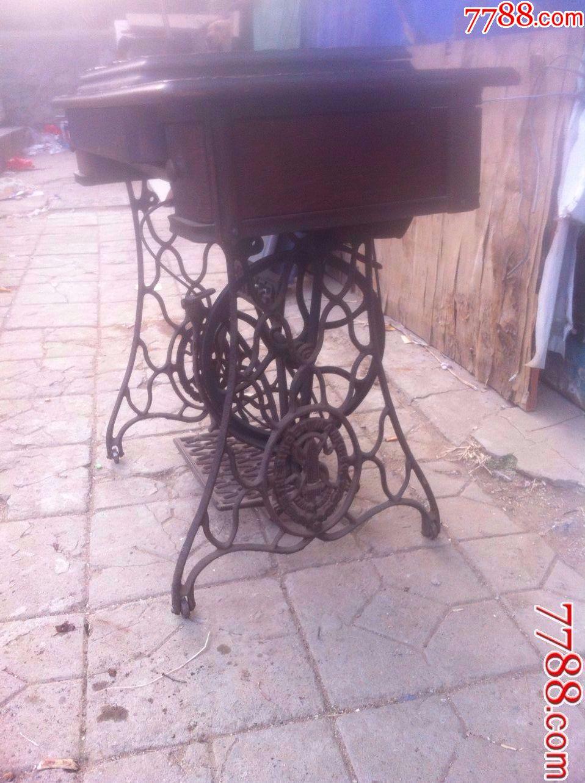 老式脚踏缝纫机