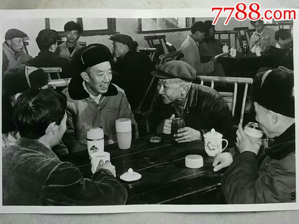 """(12寸特大)四川省自贡市鸿鹤化工总厂职工在""""工人之家"""