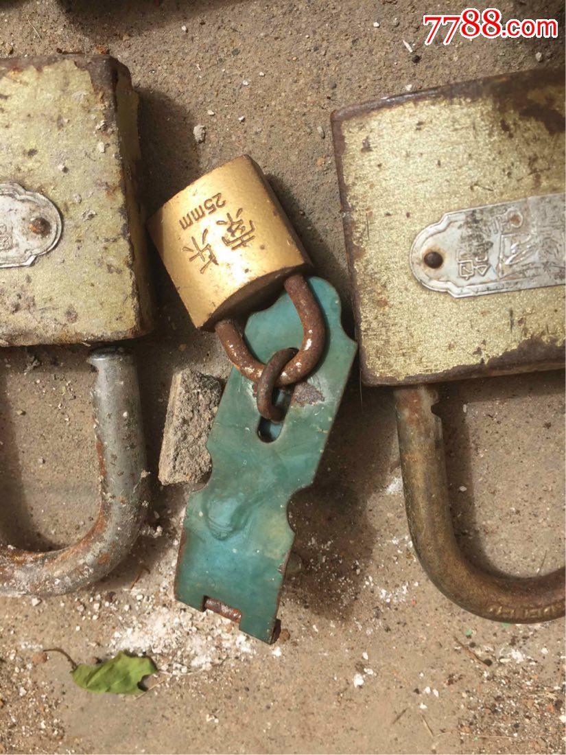铁锁一堆无痕内衣三排扣图片