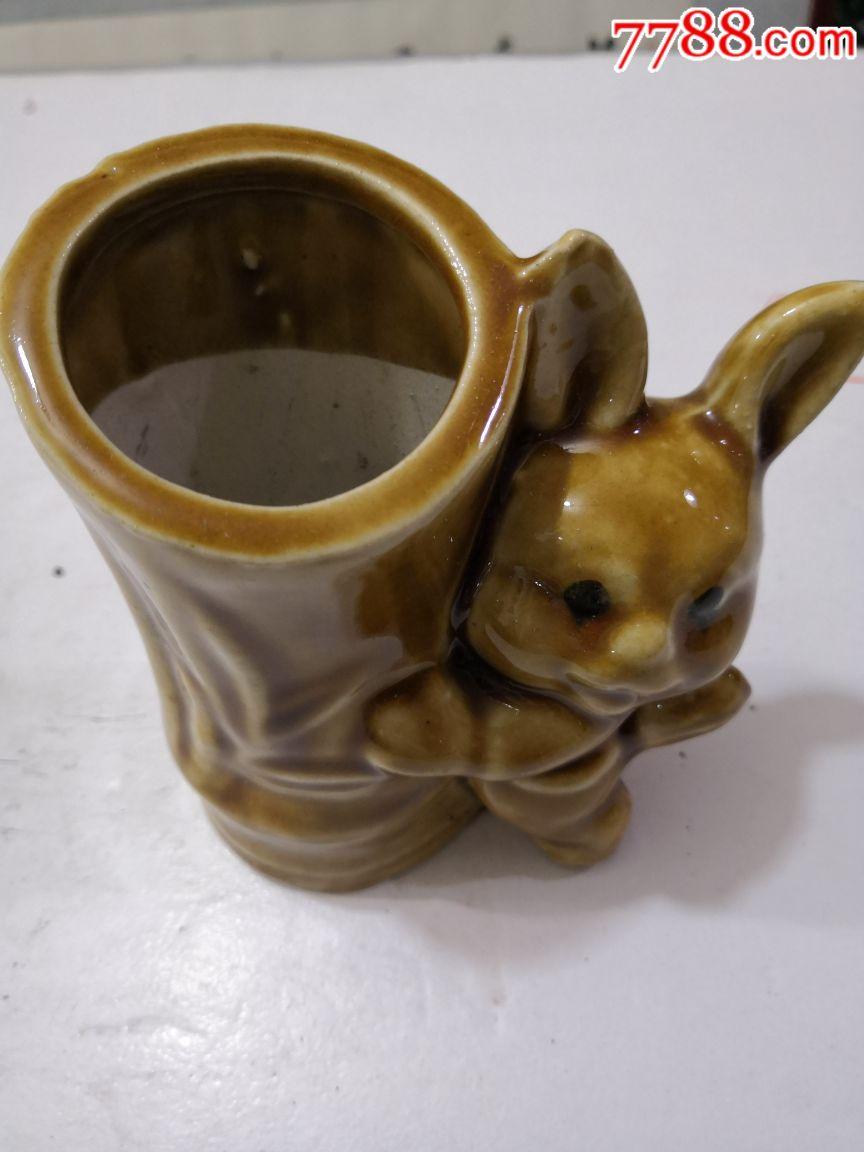 动物陶瓷笔筒