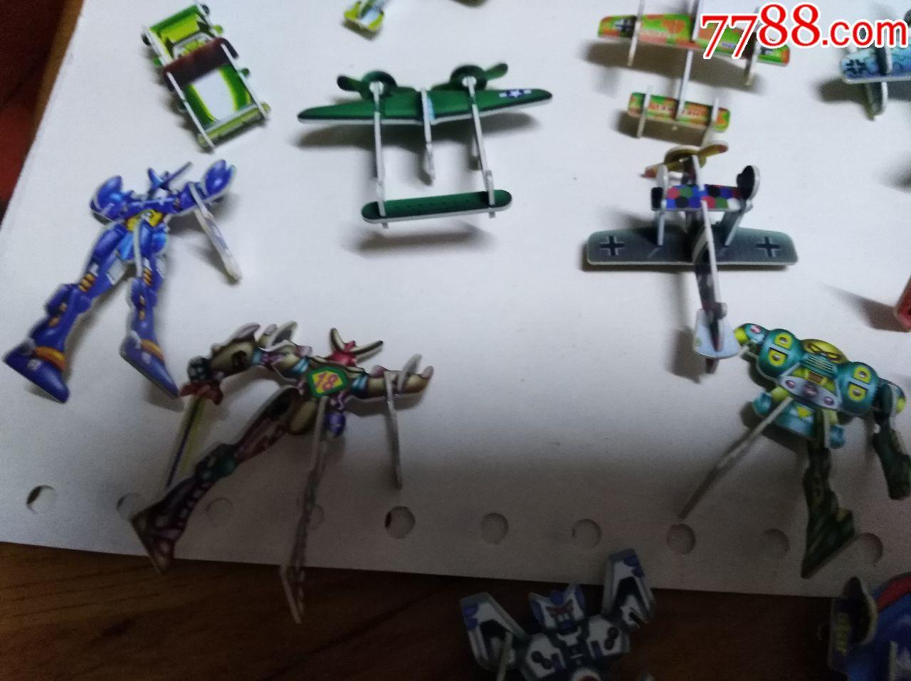 小灵龙玩具卡叠成的小车玩具,恐龙,飞机,变形金刚等一毛绒玩具德国图片