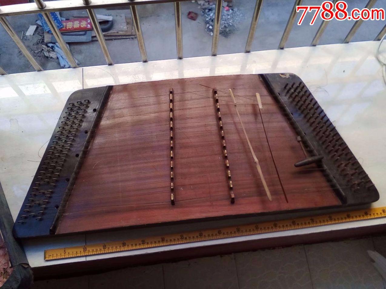 特价,包老1966年生产的老扬琴,琴弦有断,工具都在,压缩板的图片