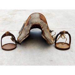 清代楠木包鱷魚皮帶馬蹬騎鞍子一套。品相如圖,馬蹬有雕工,包老。(se77969398)_7788舊貨商城__七七八八商品交易平臺(7788.com)
