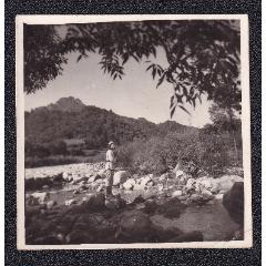 50年代美女軍人在大山中風景老照片1張(尺寸約5.9*5.9厘米)(se78091767)_7788舊貨商城__七七八八商品交易平臺(7788.com)