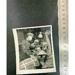 1958年大躍進時期新華社新聞照片亦工亦兵哈爾濱龍江電工廠保衛隊工人在背包步(se78092462)_7788舊貨商城__七七八八商品交易平臺(7788.com)