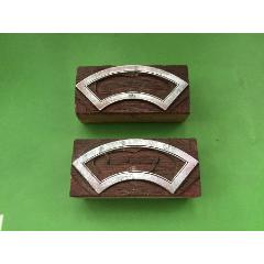 釘在木夾板上的印酒標邊框錫板印模二塊合售(se78575659)_7788舊貨商城__七七八八商品交易平臺(7788.com)