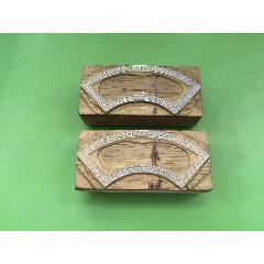 釘在木夾板上的印酒標邊框用有回紋工藝錫板印模二塊合售(se78576063)_7788舊貨商城__七七八八商品交易平臺(7788.com)