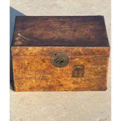 民国时期牛皮箱,包浆浑厚,品相一流,无修补,全品包老。
