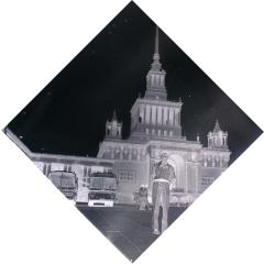 上海迎宾馆前【老底片】(se82859144)_7788收藏__收藏热线