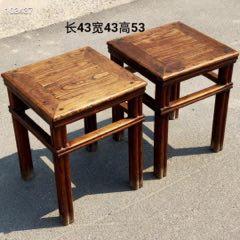清代榆木芝麻腿方凳一对。做工精致讲究,起线束腰,保存完整,木纹清晰。