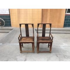 一对清代榆木老椅子,后背雕刻太极阴阳鱼八卦图,图案比较少见,做工精致,结实耐用