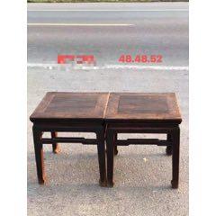 清代榆木方凳一对。坚固耐用,皮壳老辣,花纹漂亮,造型独特,包浆浑厚,尺寸见图。