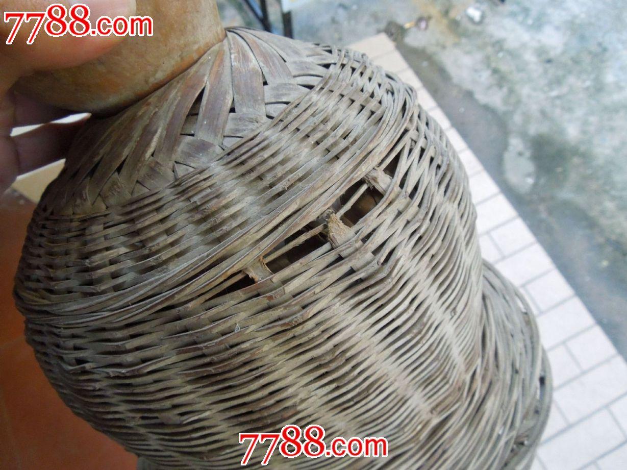 竹编织的葫芦水壶
