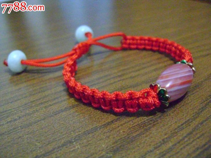 玉石,,串珠型,,编织,,, 简介: 纯手工编织,本命年转运珠红绳手链,纯