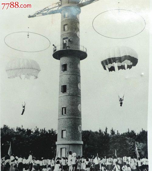 张青云拍摄郑州练习跳伞运动图片