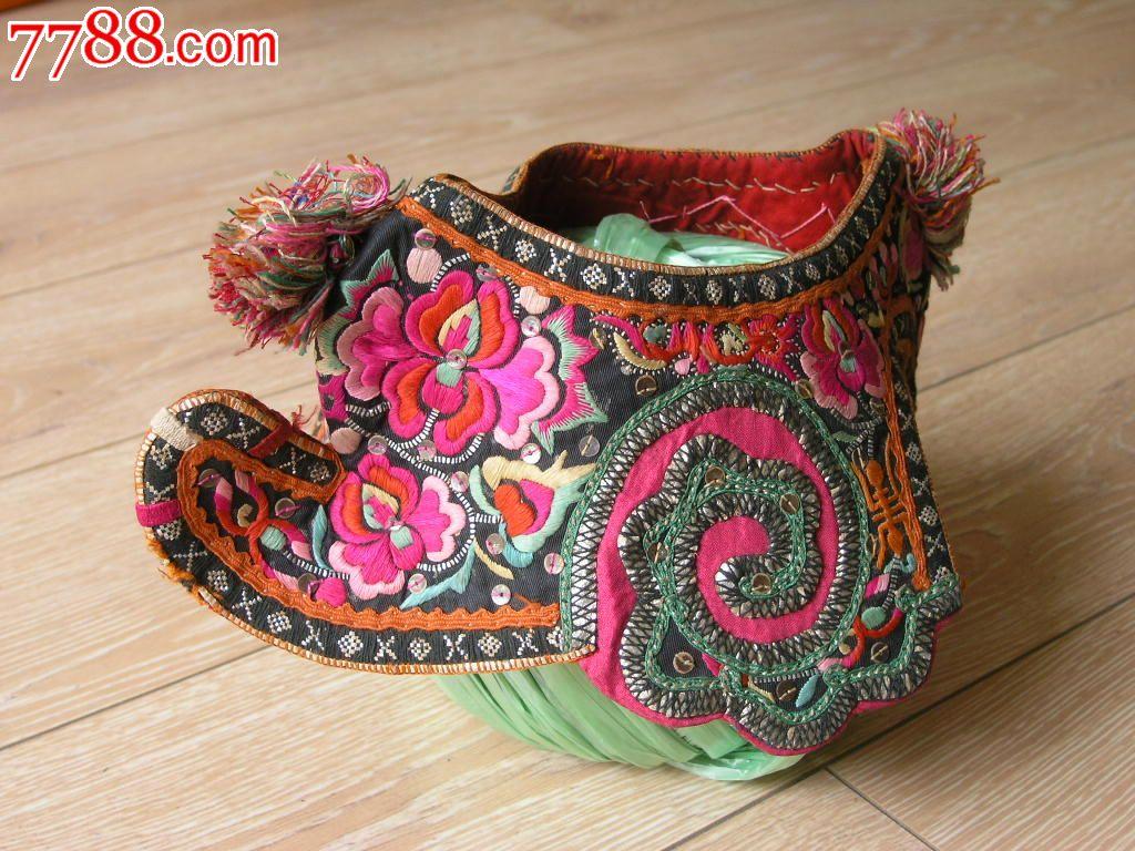 刺绣收藏1510a03-边疆早期民族地区厚底手工绣花彝族鸡冠帽