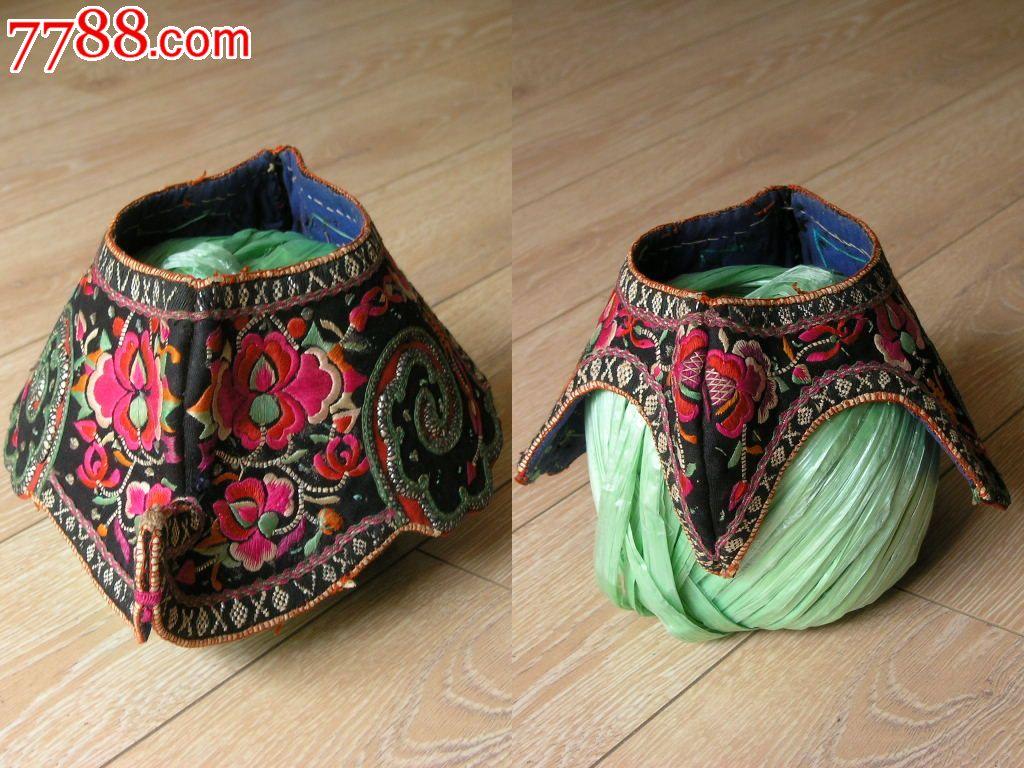 刺绣收藏1510a05-边疆早期民族地区厚底手工绣花彝族鸡冠帽