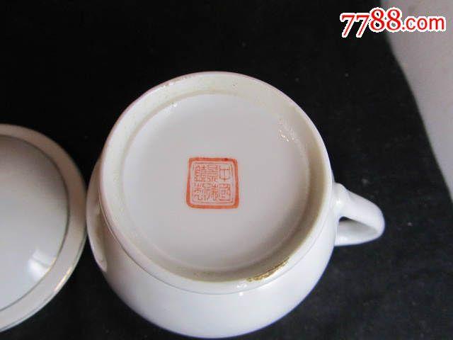 老的中国景德镇制繁体红六字款手绘杯