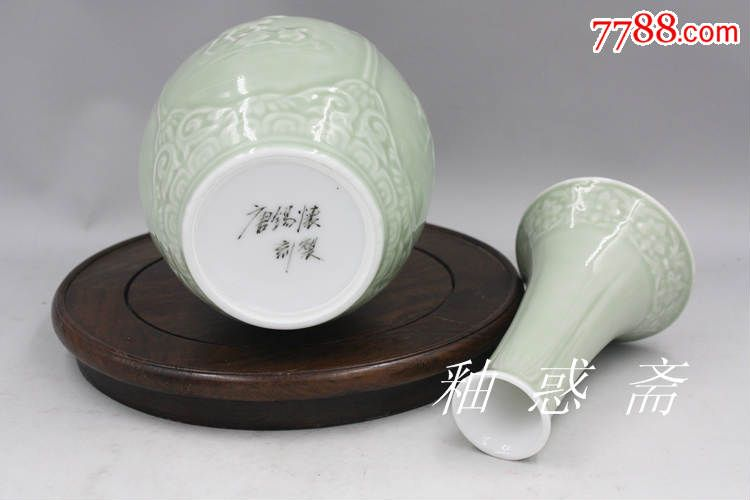 唐锡怀大师作品,高温豆青色釉浮雕动物二节瓶