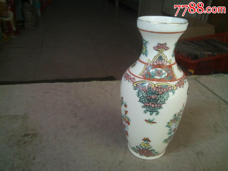 手绘小花瓶