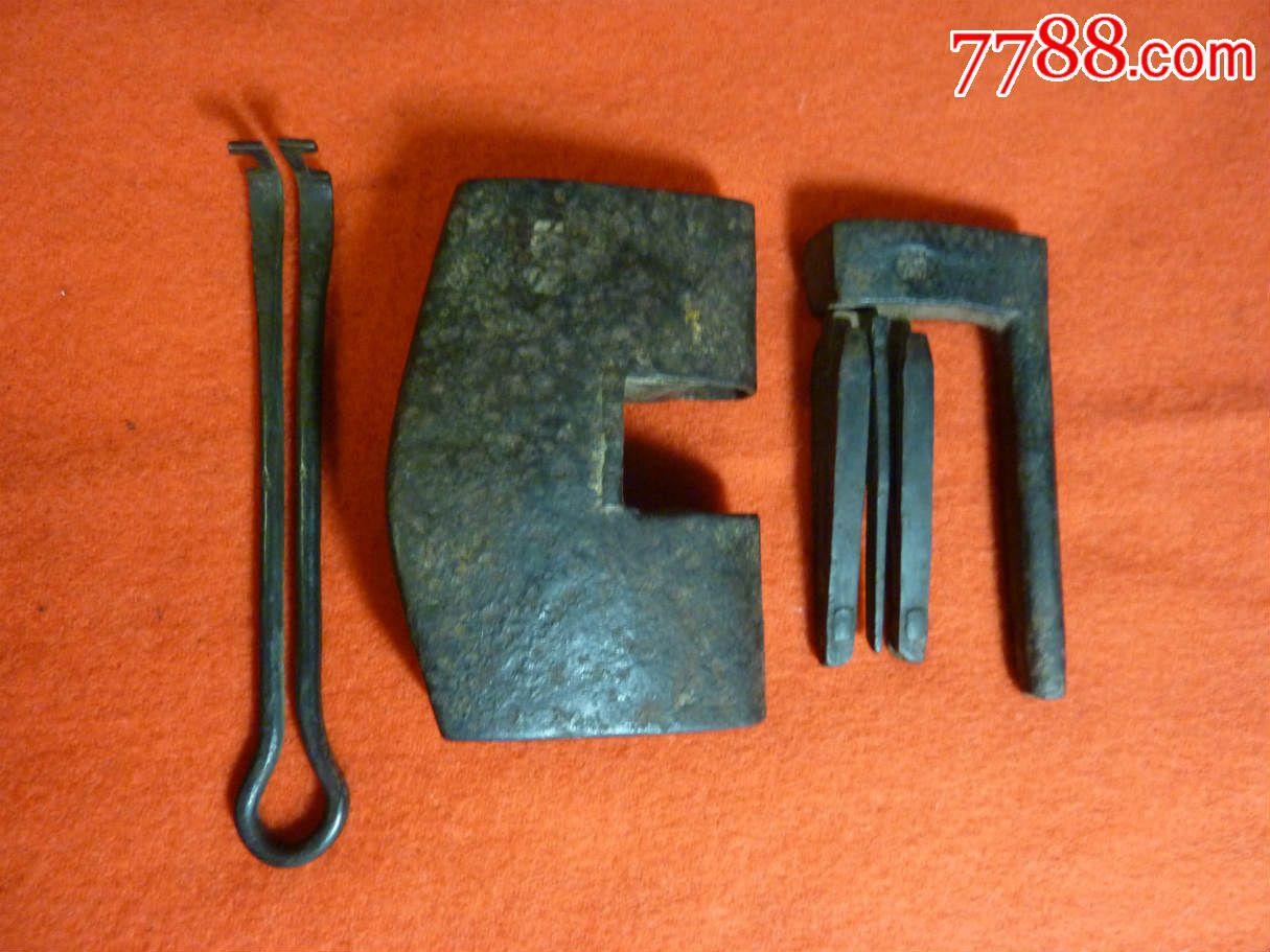 清代精美的双钥匙大铁锁针织围巾v钥匙图片