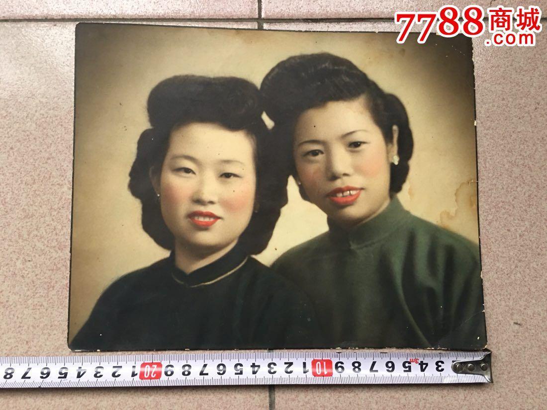 两个民国彩色女人