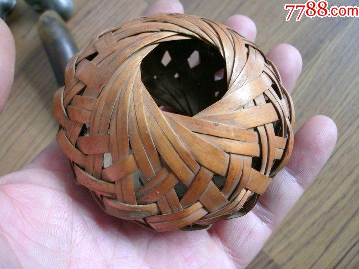 民间编织技艺,蝈蝈鸣虫笼子,秸秆皮编的.